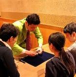 【土日18:00~21:00限定】プロマジシャンによるテーブルマジック無料開催中!
