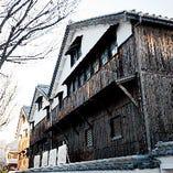 歴史と風情を兼ね備えた建物が当店です