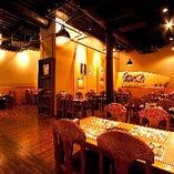 宴会に最適な4名様テーブルを多数配した、居心地の良いビアレストランです