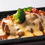 宮崎地鶏のチーズ鉄板焼き