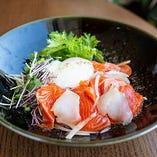 鯛とサーモンのロミロミ丼