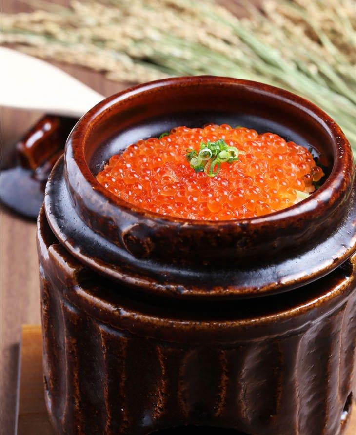 信楽焼の土釜で炊き上げるご飯