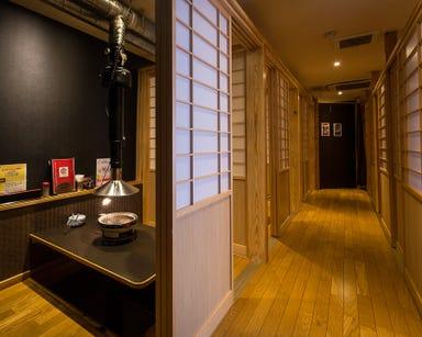 炭火ホルモン 焼肉 居酒屋「萬」  店内の画像