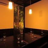 雰囲気満点の個室は最大32名様までご利用可能。各種ご宴会に◎