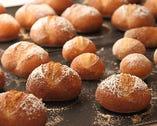 パンも自家製。フランスで学んだ技術を日本の気候にアレンジ。