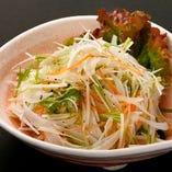 塩ドレッシングの香味野菜サラダ