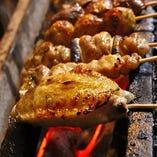 鶏肉・炭・焼き方に至るまで、こだわりの詰まった炭火焼をぜひ!