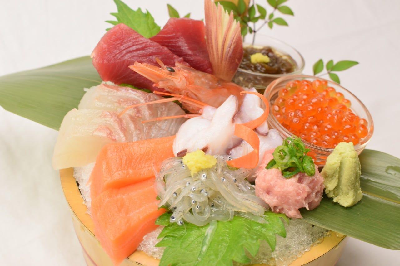 産地直送の鮮魚。旬の味をお楽しみください。