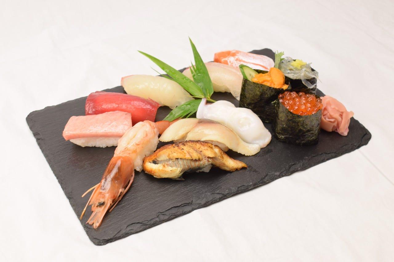 新鮮なネタで握る絶品寿司。