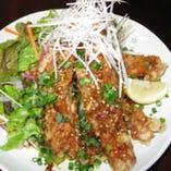郷酒のボリュームランチ 人気の鶏からネギソース定食