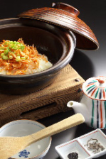 やま文名物季節の土鍋ご飯