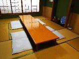 落ち着いた雰囲気の個室。接待やお祝いなどにご利用ください。
