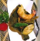 鮮魚のお造りや天ぷらなど全6品が楽しめる豪華な内容のコース。