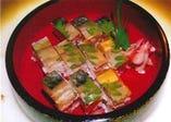 さばの旨みがお口いっぱいに広がる、当店自慢の「さば寿司」