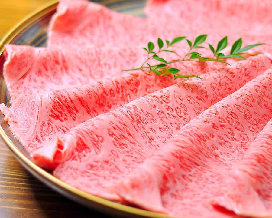 和牛のステーキ和牛の握り刺盛を含む13品8000円(飲み放題付税込