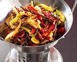 干鍋は卓上でジュ~ジュ~!音も香りも楽しめる汁気のない鍋です!