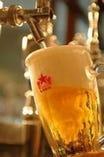 こだわりの生ビールを大ジョッキでグィーと!