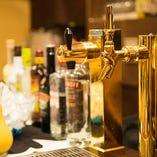 飲み放題は楽しいセルフサービス!店内バーカウンターにお酒をご用意いたします