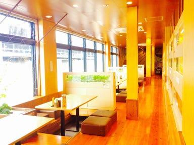 沖縄菜園ビュッフェ カラカラ あしびなー店 店内の画像