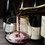赤・白・スパークリング各種、お肉に良く合うワインが多数!