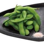 ヒマラヤ産の紅岩塩で食べる枝豆