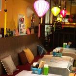 GINZA5 B1F、カラフルなベトナムのランタンが灯る店内です