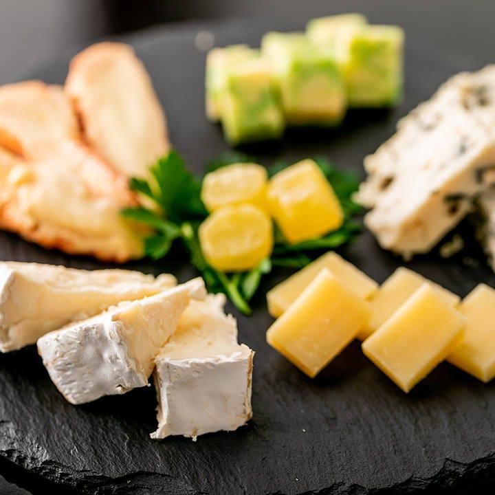 【ペア&初めてのお客様へ】厳選チーズ盛りを無料プレゼント♪