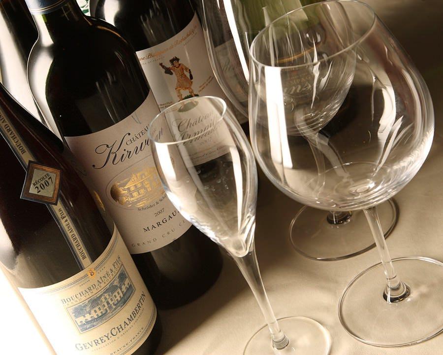 料理の味を一層引き立てる世界の厳選ワインをお楽しみ下さい