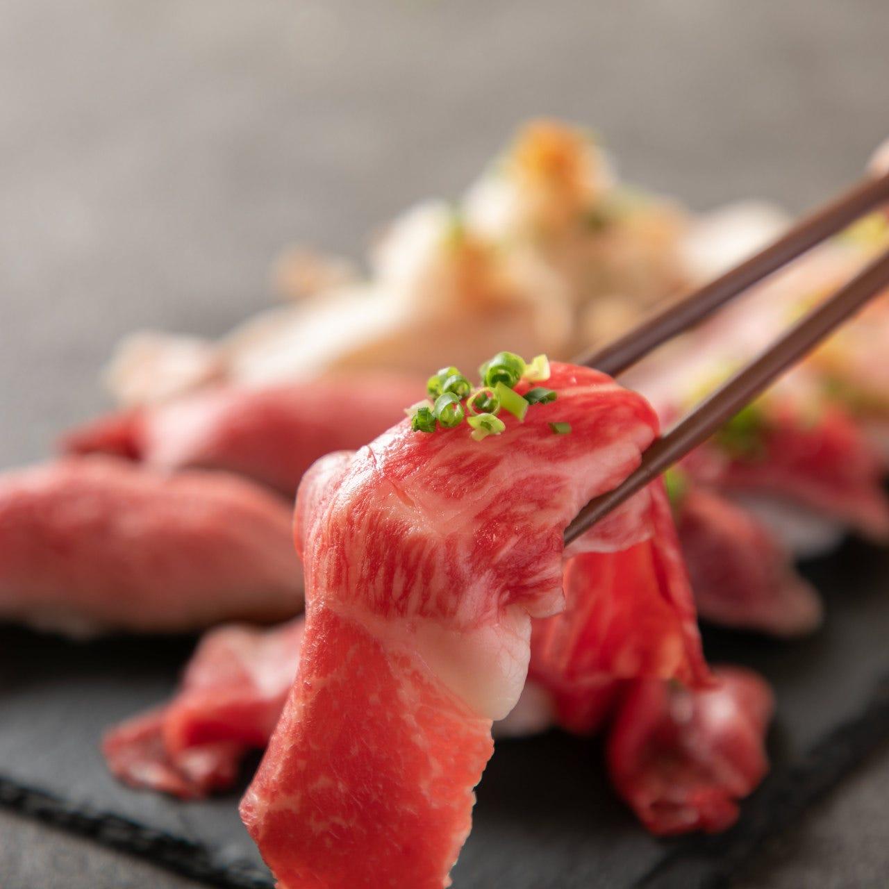 名物!肉寿司食べ比べ!