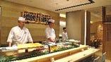 寿司屋といえばカウンター。気楽に入れるのが「魚がし日本一」式