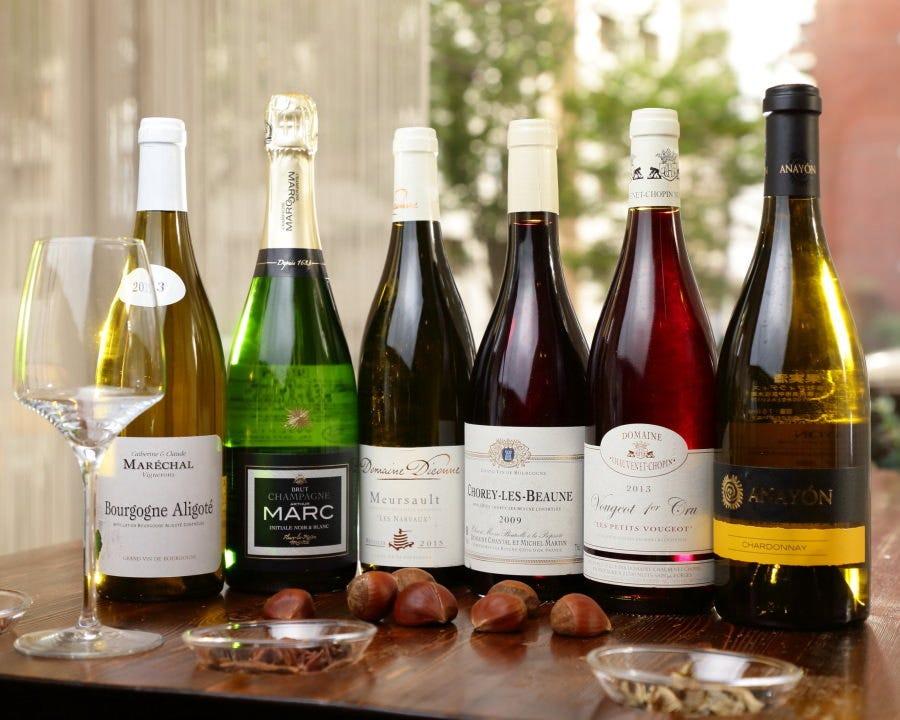 仏を中心に世界各国のワインをサーヴ