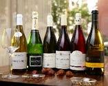 フランス全土から選りすぐったワインを中心に、南アフリカやイタリア、ニュージーランド、オーストラリアなど各国のおすすめ銘柄をセレクト