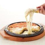 明太子の上にチーズをたっぷりかけました。女性に大人気です!