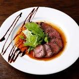シェフ自慢のお肉料理も美味しいマルマーレ