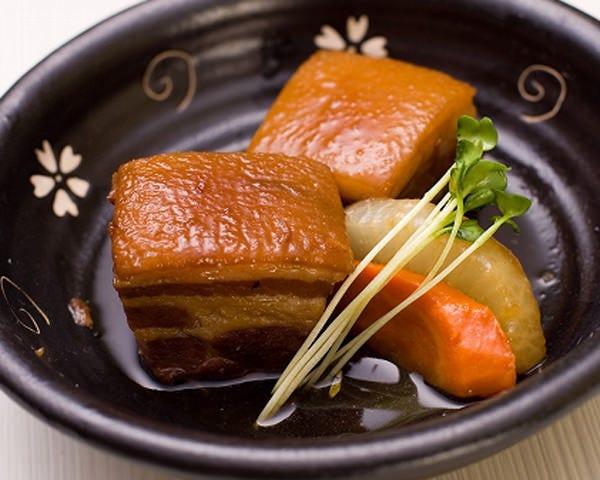 「ラフティー」沖縄の豚肉料理の代名詞!ボリューム満点豚の角煮