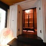 【大人気】蔵を改装!重厚な扉と開放感溢れる天井高! 掘りごたつ 蔵個室(12名様)