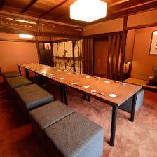2階大広間はテーブル席にも、お座敷にも変幻自在・・・