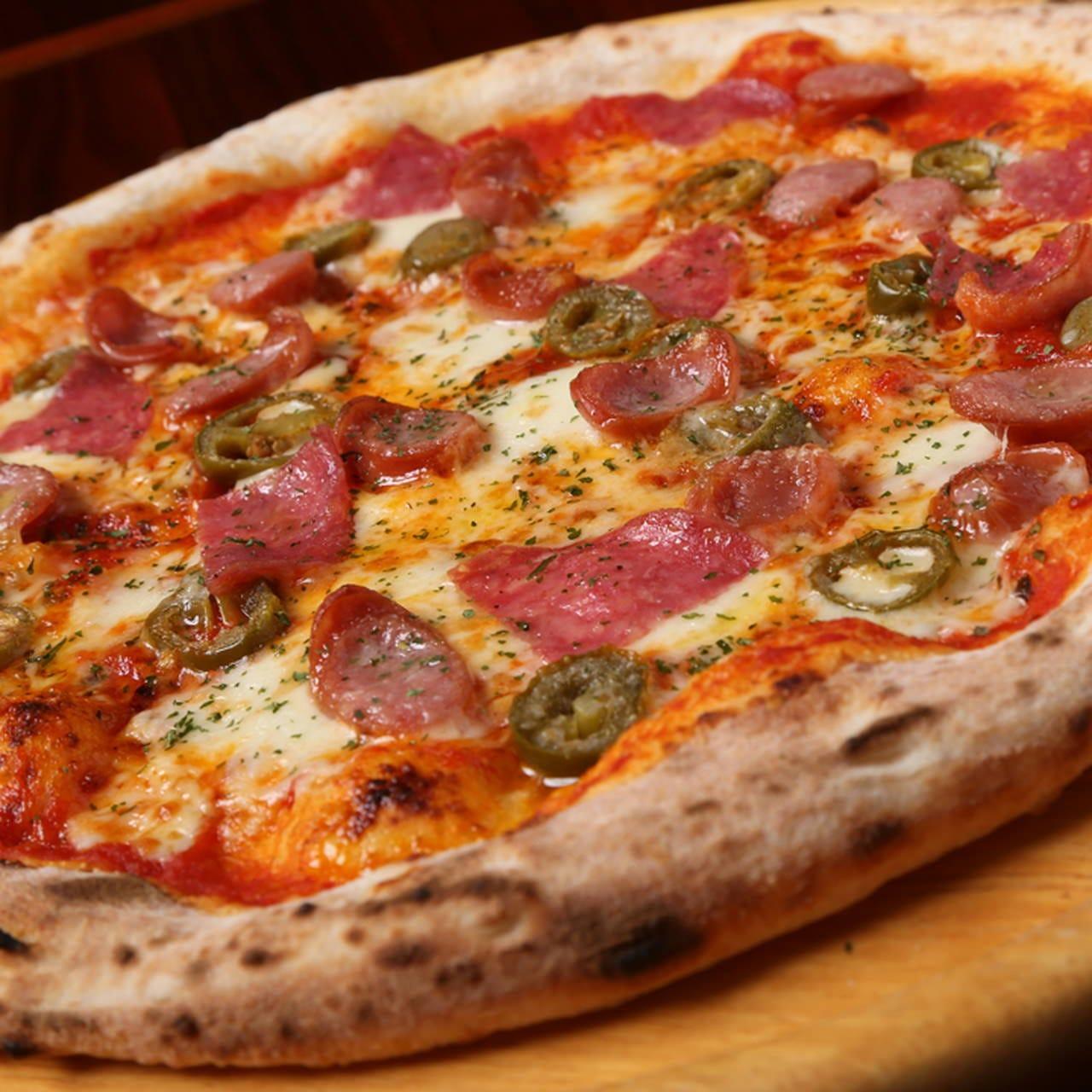 窯で焼いたふっくら、もちもちのナポリピザは全4種類!