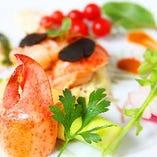 オマール海老、鮑、海鮮焼きも種類豊富にご用意。