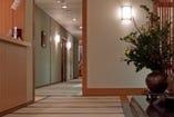 御客様にリラックスして頂く為、廊下も畳で作られております。