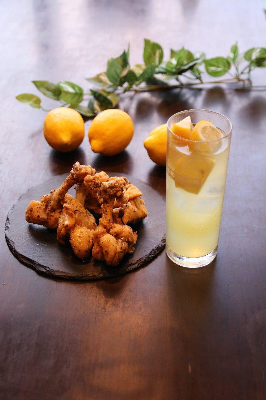 スペシャルセット『ベストチョイス♪』唐揚げ2個・ポテト・ピクルス+お好きなレモンサワー 1,000円