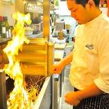 藁焼き・は注文が入ってから店内で直火で焼き上げます。