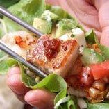 サンチュで食べるヘルシーなサンギョプサルは女子会に人気!