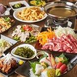 自慢のプレミアムコース「琉球王国」には、あぐー豚や海ぶどう、ラフティに、ゴーヤちゃんぷるなど、沖縄の名物が勢ぞろい!