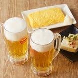 生ビール(小)が2杯と、おつまみ2品の「おつかれセット」はリーズナブルなお値段で大人気♪