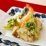 【食 材】 素材の旨味をぎゅっと閉じ込めた天ぷらは絶品です