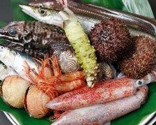 旬の天然魚介にこだわり仕入れます。