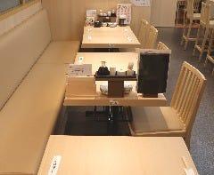 テーブル席 20席