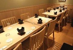12名様テーブル個室 禁煙 ビル喫煙場ございます個室最大20名様