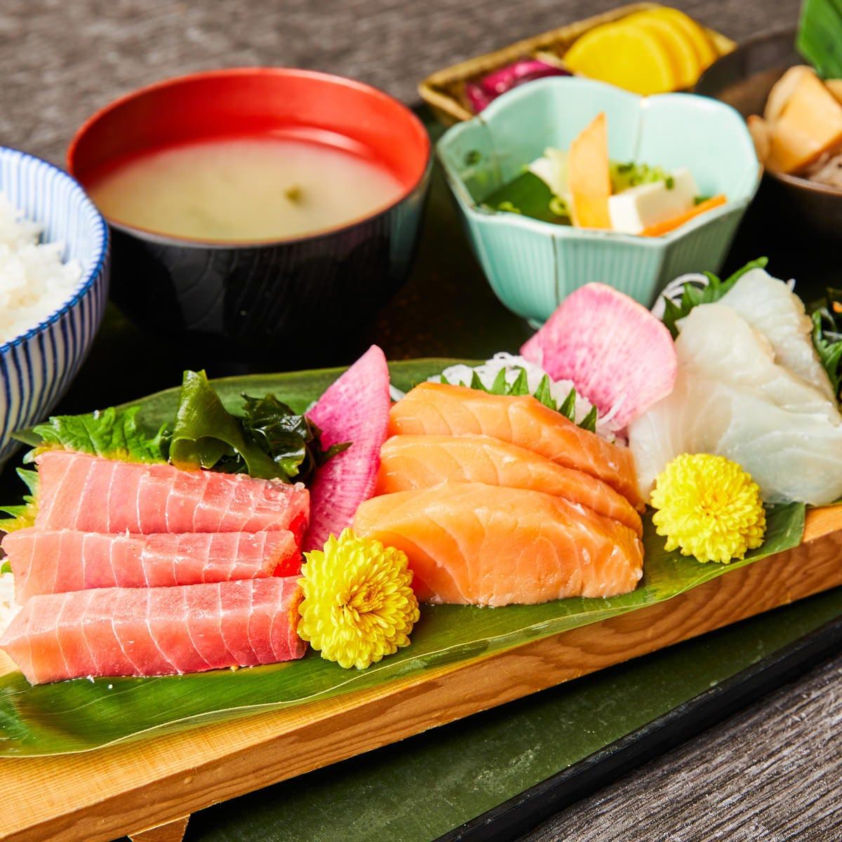 ゑびす鯛のランチ始めました♪刺身やお肉、揚物などが味わえます